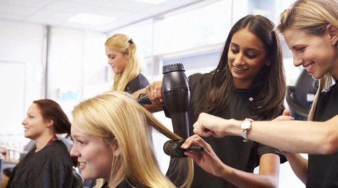 Comment devenir coiffeur : formation, salaire et débouchés