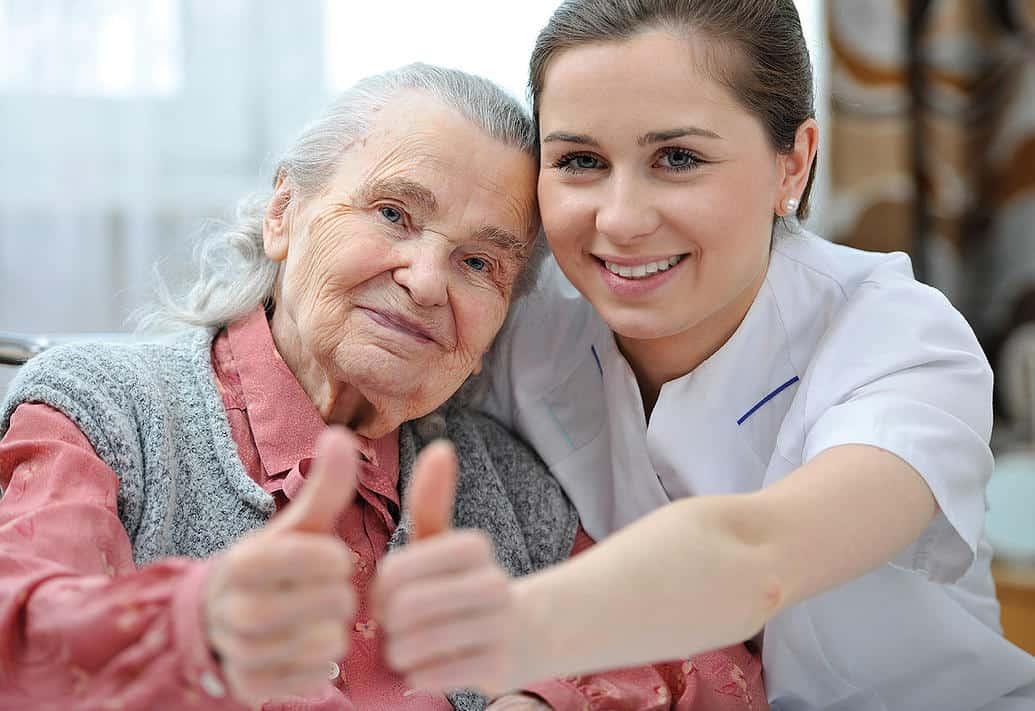 Comment devenir aide-soignant : formation et débouchés