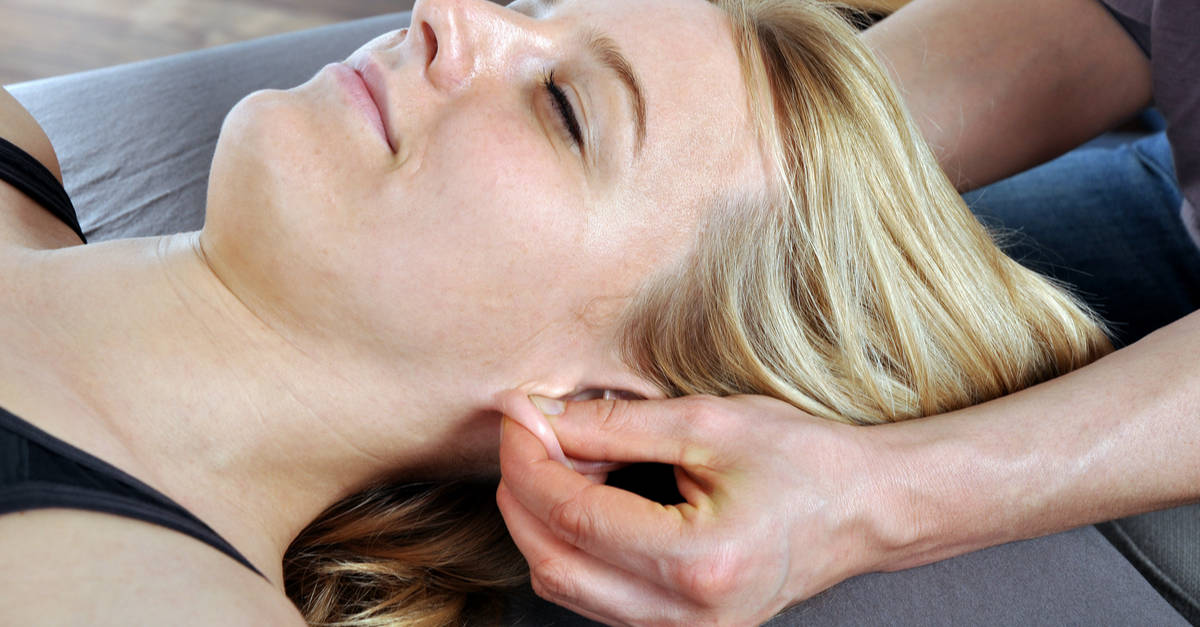 Naturopathie pression sur les lobes d'oreilles