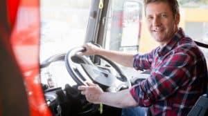 Chauffeur routier dans son camion