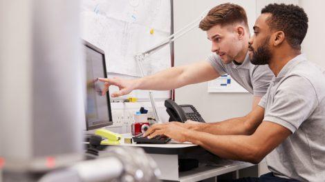 ingenieurs en session de travail
